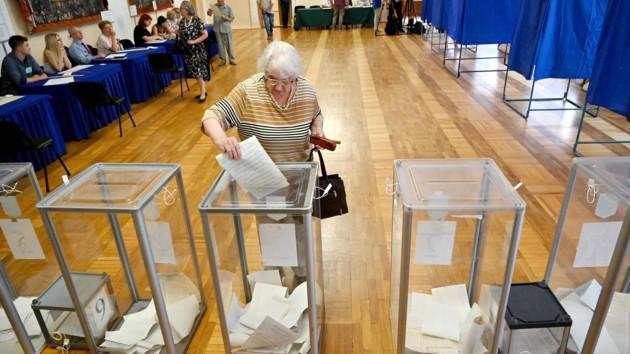 На выборах в Украине разрешили голосовать людям без прописки