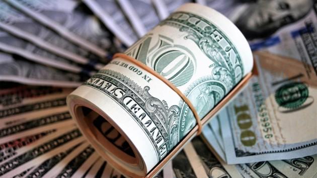 Доллар сохраняет спокойствие: итоги дня на межбанке