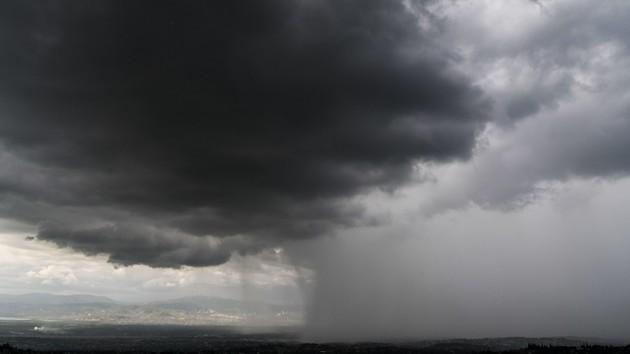 Жара, гроза и сильный ветер: киевлян предупредили о непогоде