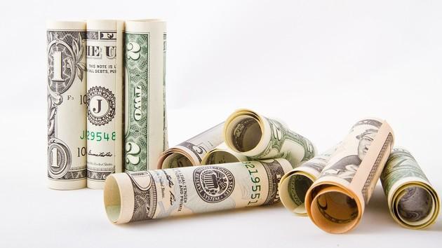Доллар продолжил пике: Нацбанк обновил официальный курс