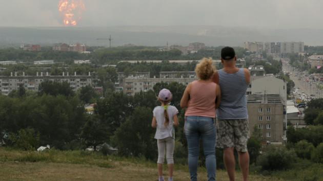 На военном складе в России снова начались взрывы боеприпасов: видео