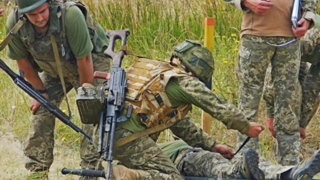 Обострение на Донбассе: в госпиталь Днепра с передовой доставили тяжелораненого бойца