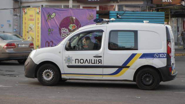 Под Киевом прохожиенашли на улице ребенка в одном подгузнике