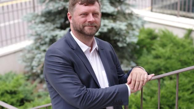 Изучал позитивную психотерапию, курировал ЗеКоманду, но в правительство не хочет: биография Александра Корниенко
