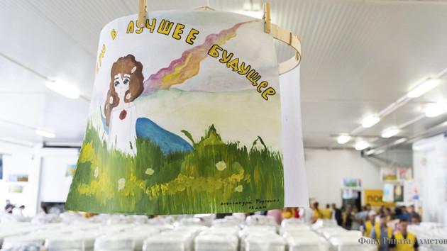 Прочувствовать эмоции жителей Донбасса: Фонд Рината Ахметова показал рисунки детей из серой зоны