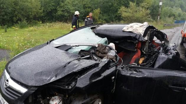 Семья с Прикарпатья попала в жуткое ДТП: погиб отец, жена и дочери - в больнице