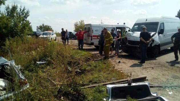 Под Киевом Ford столкнулся с микроавтобусом: есть жертвы
