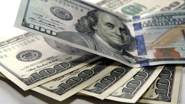 Доллар в пике: курс приблизился к психологической отметке