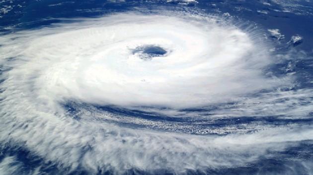 На восток Китая обрушился мощный тайфун: эвакуированы более миллиона людей