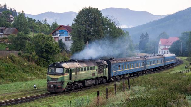 "Пассажиров поезда ""Николаев-Москва"" залило прямо с потолка: видео"
