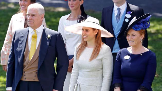 Перепутал дочерей: сын Елизаветы II оконфузился в соцсети