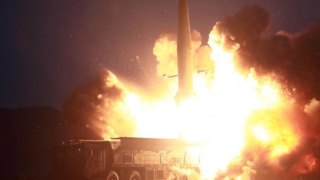 КНДР вновь запустила две ракеты