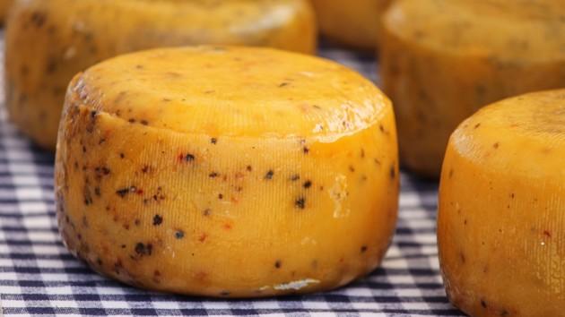 Больше покупаем, чем продаем: как Украина торгует сыром