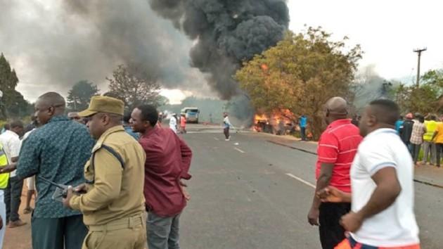 В Танзании взорвался бензовоз: погибли 60 человек, еще 70 ранены