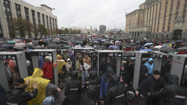 Многотысячная акция протеста в Москве: фото и онлайн-трансляция