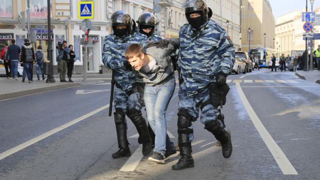 """Путин разрешил избивать россиян """"в рамках закона"""""""