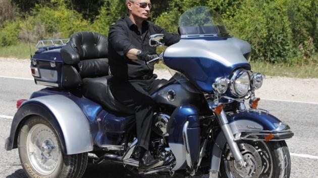 Путин на мотоцикле заявился  в аннексированный Севастополь