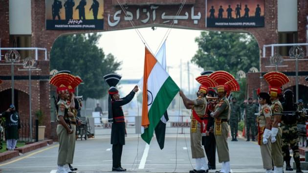 Пакистан приостановил торговлю с Индией из-за ситуации вокруг Кашмира