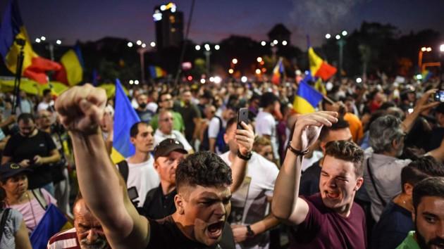 В Бухаресте тысячи человек требовали отставки правительства