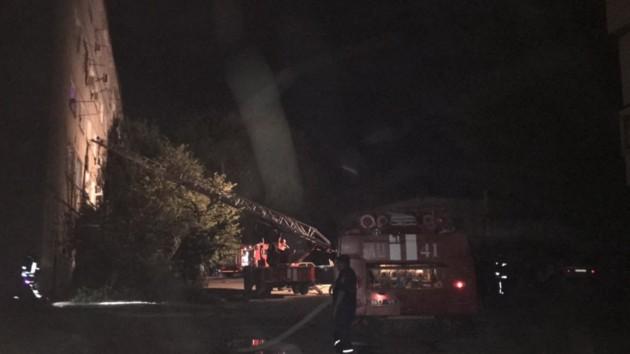 В Харькове в жилом доме вспыхнул пожар: из огня спасли четырех человек