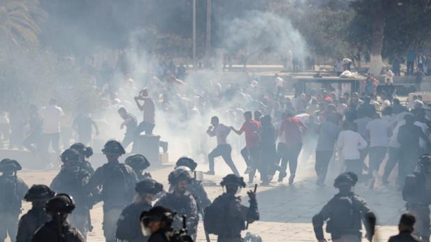 На Храмовой горе в Иерусалиме произошли беспорядки: вмешалась полиция, фото