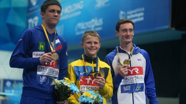 Окунул медаль и пошел есть суши: золотые эмоции самого юного чемпиона Европы по прыжкам в воду Алексея Середы