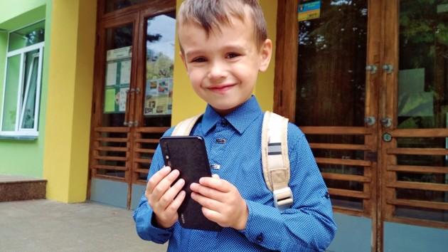 Мама на связи: какой смартфон выбрать для ученика начальной школы?
