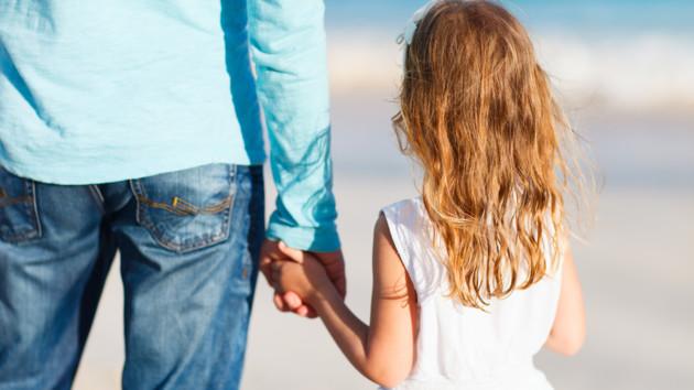 Из-за врачебной ошибки мужчина вырастил чужого ребенка