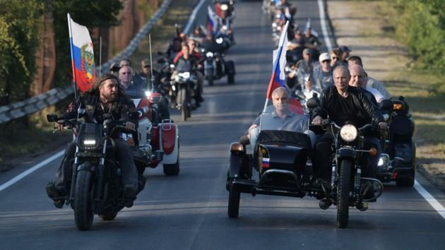Ездил на мотоцикле без шлема: Путину грозит штраф