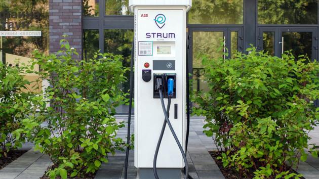 ДТЭК открыл быструю автозарядную станцию STRUM на смарт-улице в Киеве