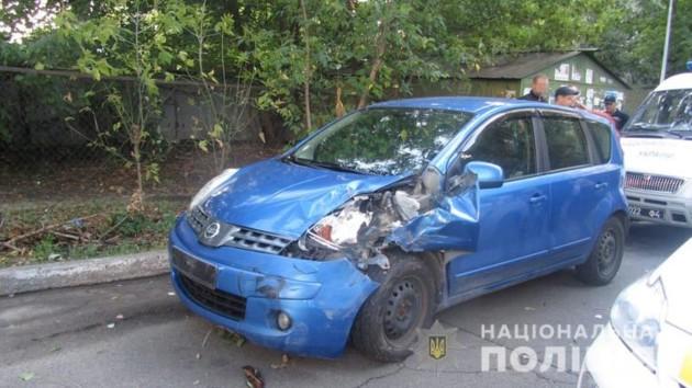В Киеве пьяный автослесарь угнал отремонтированную машину и разбил