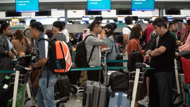 В Гонконге власти получили ордер, позволяющий выдворять демонстрантов из аэропорта