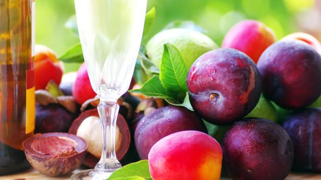 Как приготовить домашнее сливовое вино: пошаговый рецепт
