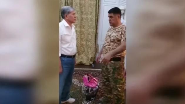 Золото или документы: в деле Атамбаева всплыл загадочный розовый пакет