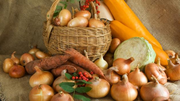 Заготовки на зиму: какие овощи и фрукты стоит купить в августе