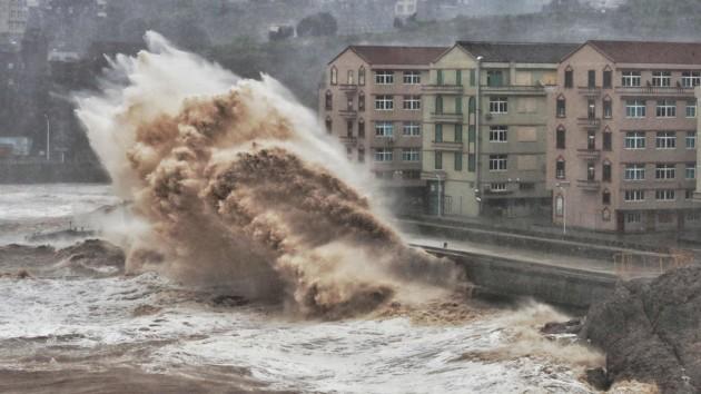 В Японии появились первые пострадавшие от нового тайфуна