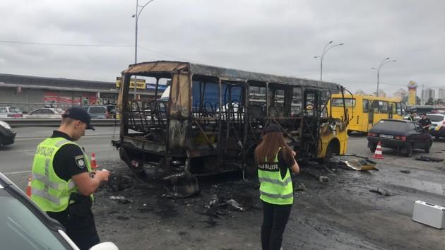В полиции сообщили подробности взрыва маршрутки в Киеве: фото и видео