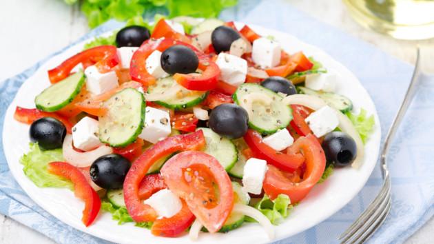 Греческий салат с фетой: рецепт от Юлии Высоцкой