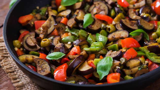 Овощной рататуй с оливками: рецепт на сковороде