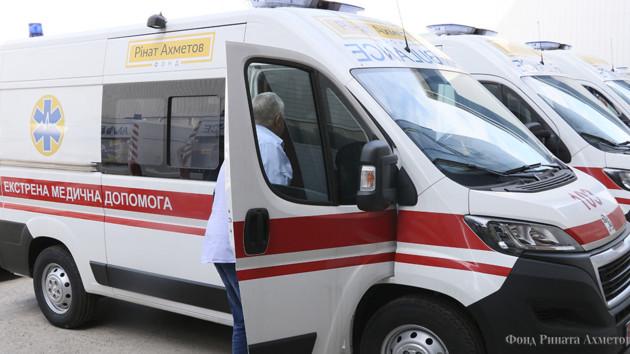 """Это престиж нашей страны: Волынская область получила новенькую """"скорую"""" от Фонда Рината Ахметова"""
