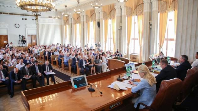 Сессия Харьковского облсовета: депутаты делили бюджет и  меняли кадры