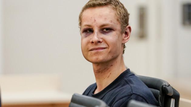 Мужчина, который устроил стрельбу в норвежской мечети, признался в содеянном