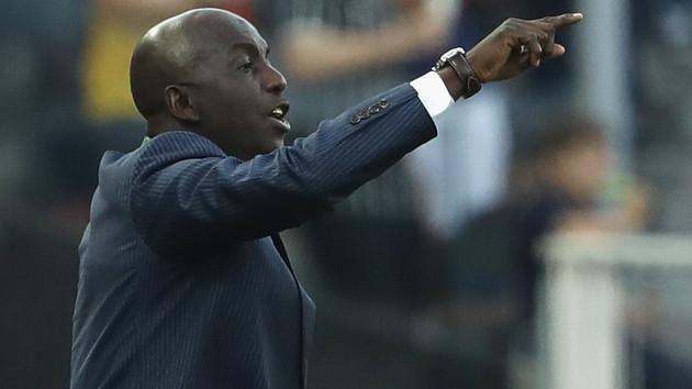 ФИФА пожизненно отстранила от футбола бывшего тренера сборной Нигерии