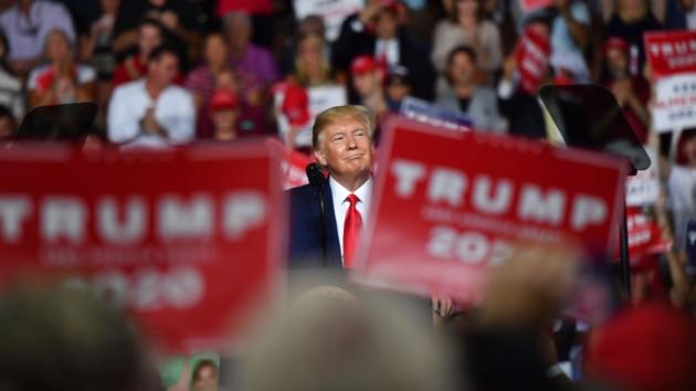 Трамп унизил своего сторонника: пришлось объясняться