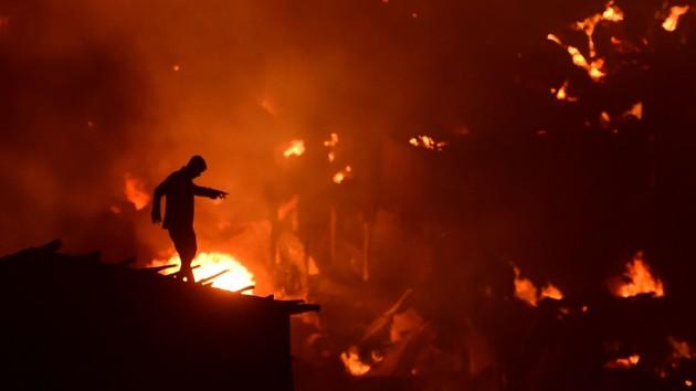 В столице Бангладеш страшный пожар уничтожил тысячи домов
