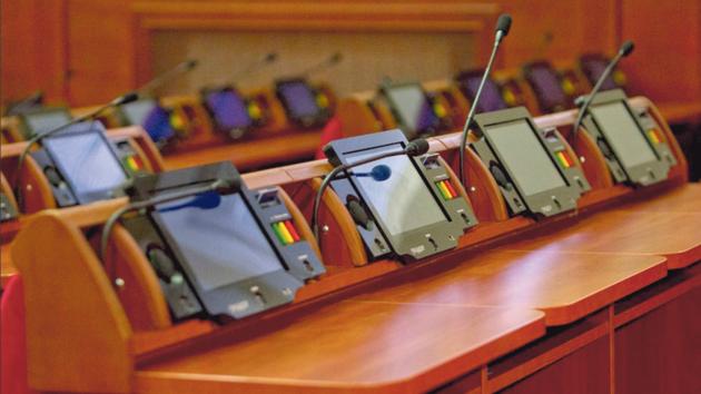 Приклад. Схожа система, з сенсорною кнопкою і планшетом, працює в Київській міській раді. Фото: kiev.klichko.org