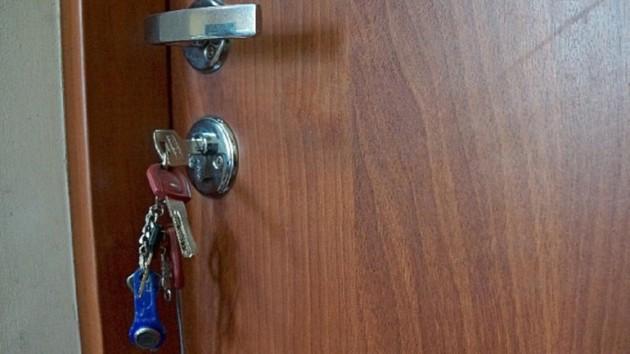Харьковчанка забыла ключи в замке: из квартиры вынесли полтора миллиона гривен