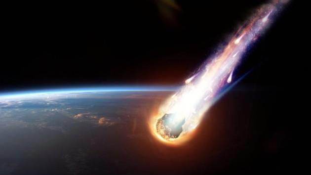 Упавший метеорит напугал россиян (видео)