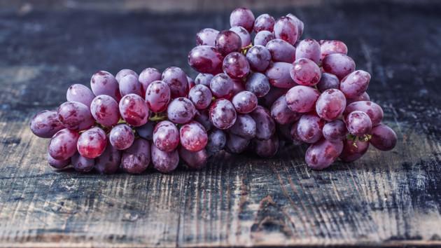 В Украине начали продавать первый в этом сезоне виноград