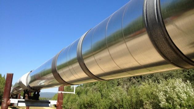 В Канаде в реку попали десятки тонн нефти